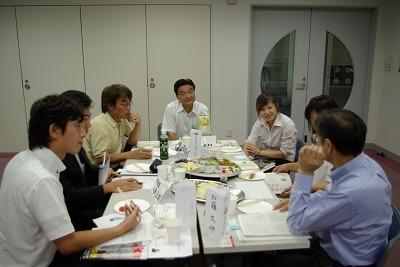 Aテーブル歓談.jpg