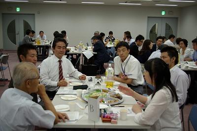 Bテーブル歓談.jpg