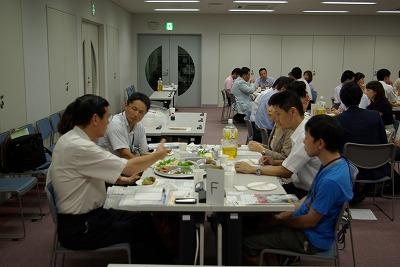 Fテーブル歓談.jpg