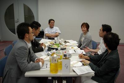Gテーブル歓談.jpg